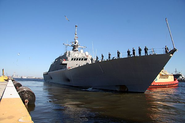 LCS1_Departs_NavalStation